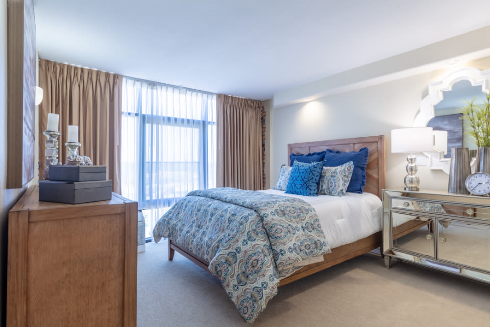 Resident bedroom at Windsor Senior Living in Dallas, Texas