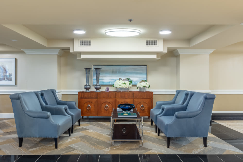 Lounge and sofa chairs at Windsor Senior Living in Dallas, Texas