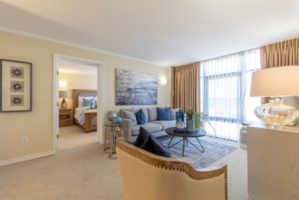 Spacious living room at Windsor Senior Living in Dallas, Texas