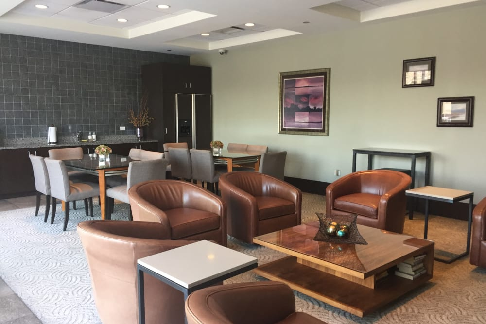 Cozy community lounge area at 301 Riverwalk Place in Buffalo Grove, Illinois