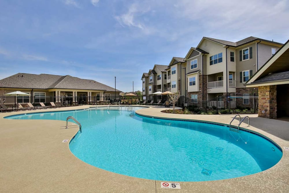 Sparkling pool at Commonwealth at 31 in Spring Hill, Tennessee