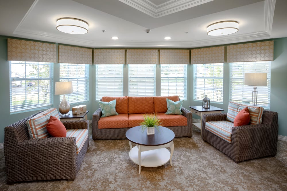Memory care lounge area at Brooklyn Pointe in Brooklyn, Ohio