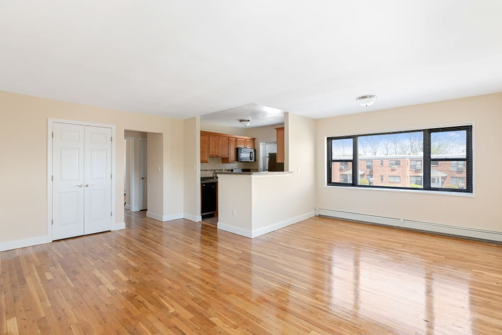 Spacious living area at Eagle Rock Apartments at Hicksville in Hicksville, New York