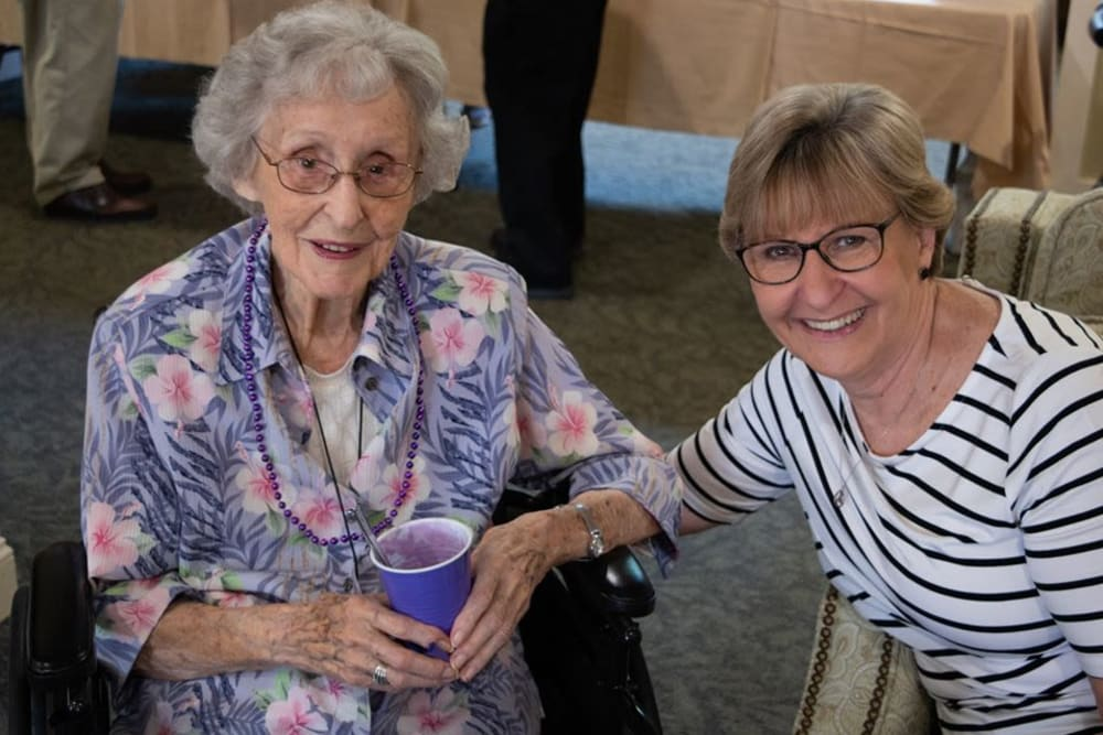 A happy resident and her visitor at The Crossings at Bon Air in Richmond, Virginia
