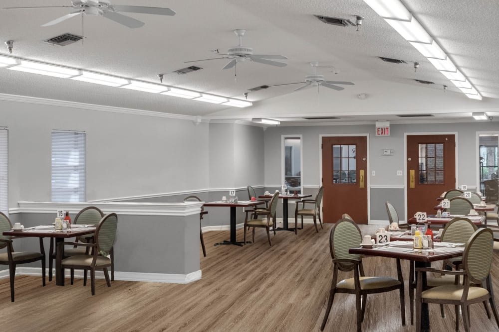 Dining area at Forest Oaks of Spring Hill