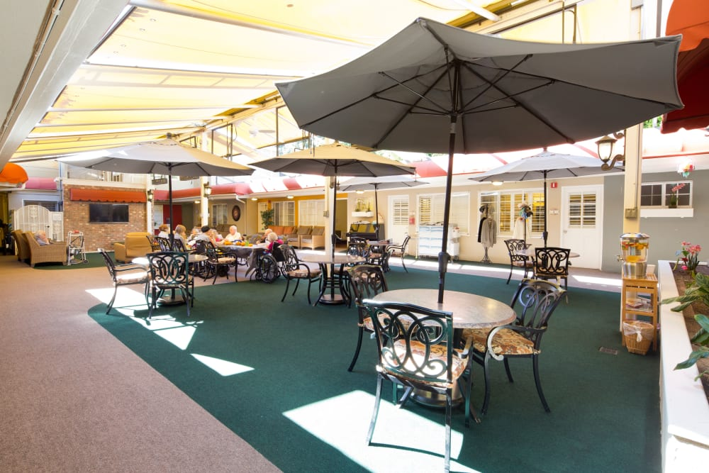 Interior Courtyard with seating at Meridian at Bella Mar