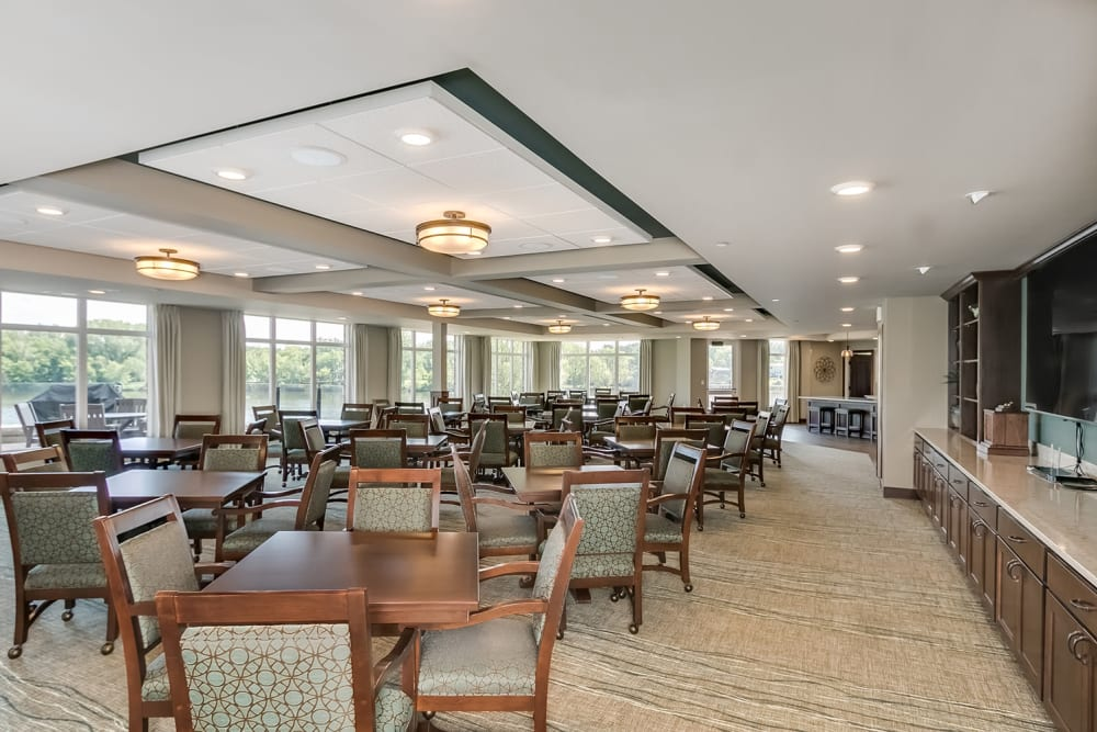 Resident dining area at Applewood Pointe of Champlin at Mississippi Crossings in Champlin, Minnesota.