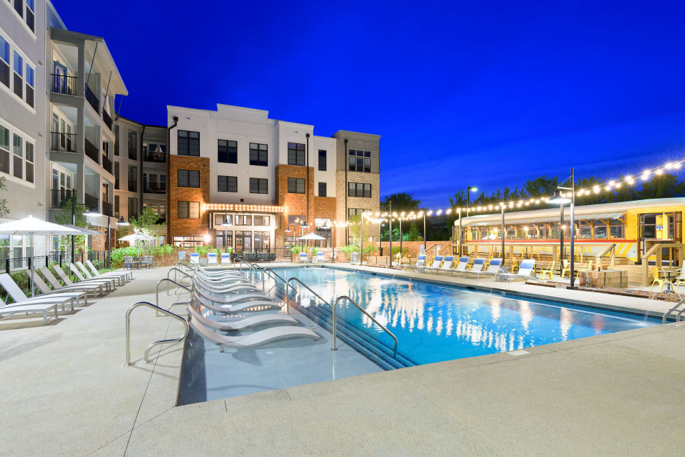 Resort-style swimming pool at lBluebird Row in Chattanooga, Tennessee