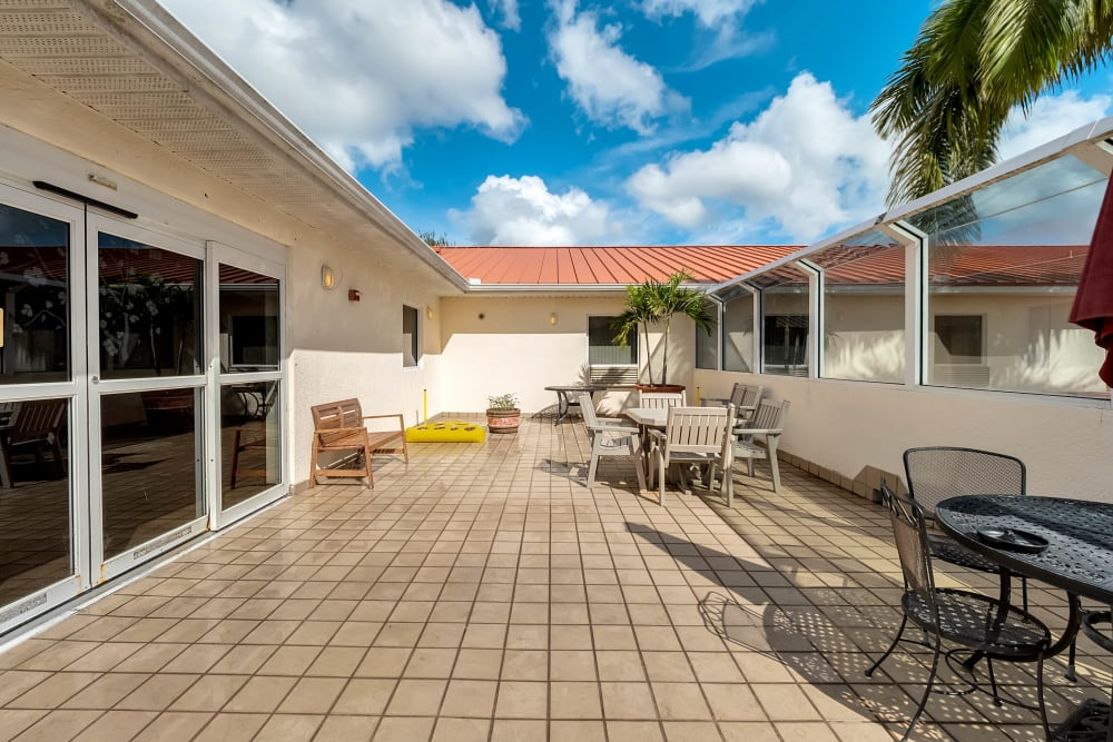 Sunny outdoor patio area at {location_name}} in Lake Placid, Florida