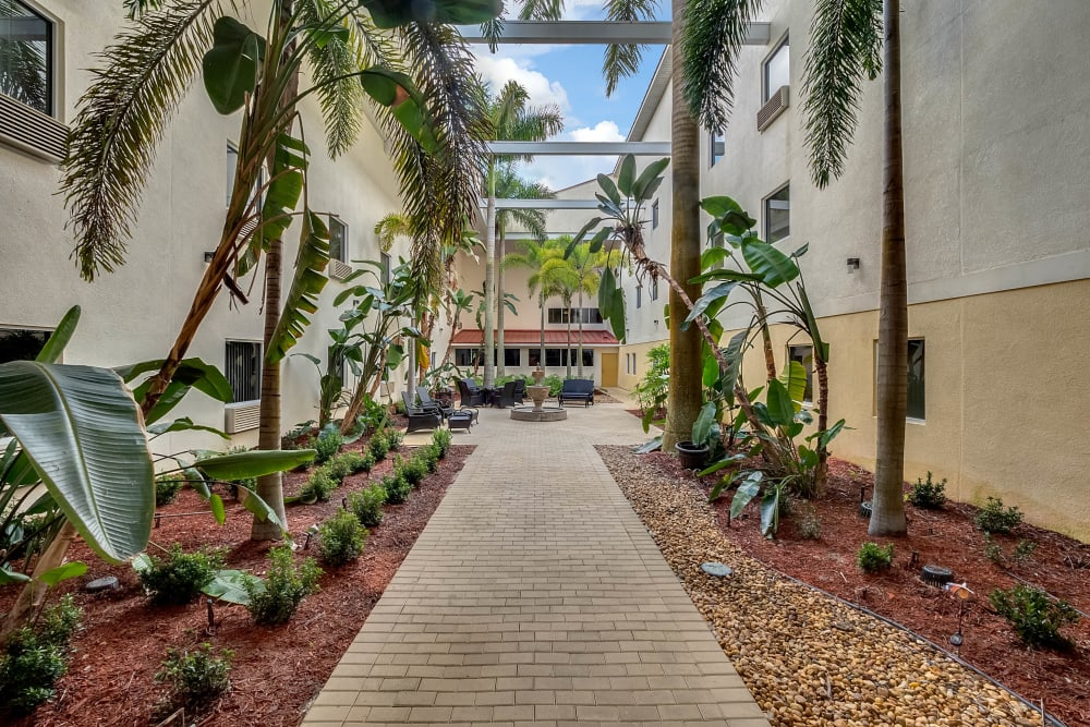 Outdoor walkway at {location_name}} in Lake Placid, Florida