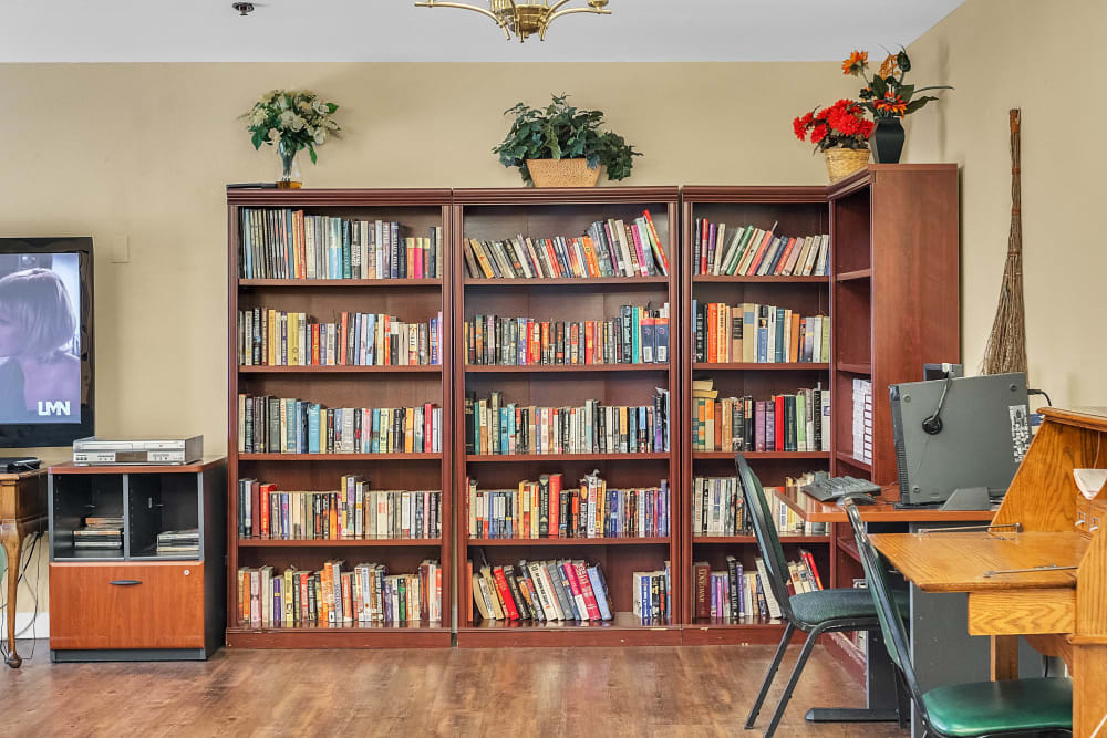 Library at Spring Oaks with chairs and bookshelves