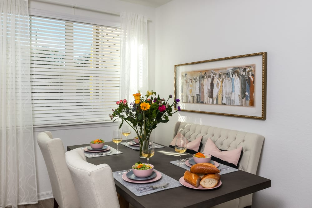 Modern Dining Room at Apartments in Riverview, Florida