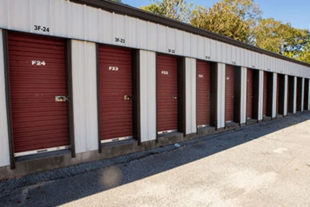 Easy drive up access to units at StayLock Storage in Hartsville, South Carolina