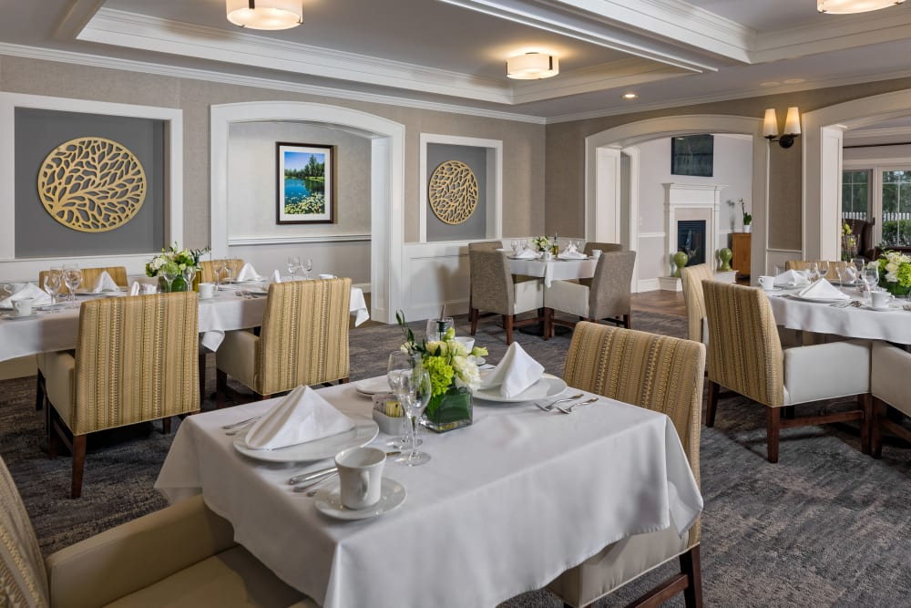 Large dining table at Maplewood at Darien in Darien, Connecticut