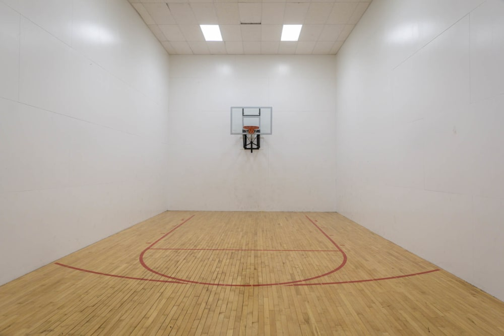 A basketball and racquetball court at Paddock Club Apartments in Florence, Kentucky