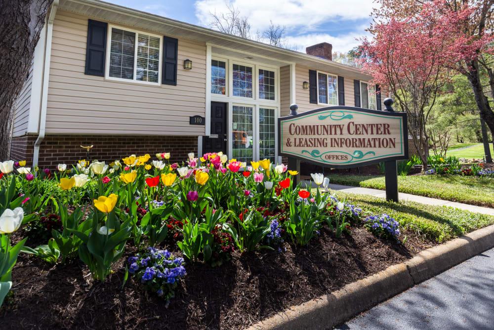 Community entrance at Salem Wood Apartments in Salem, Virginia