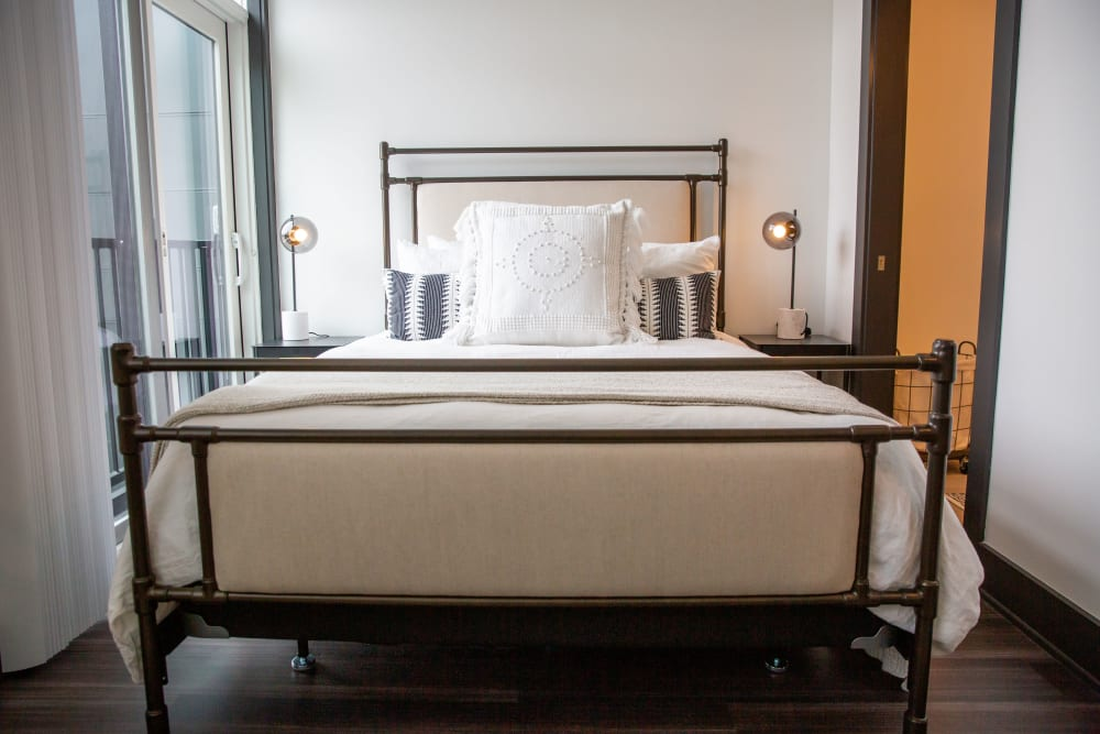 A large bed in a bedroom at Belcourt Park in Nashville, Tennessee