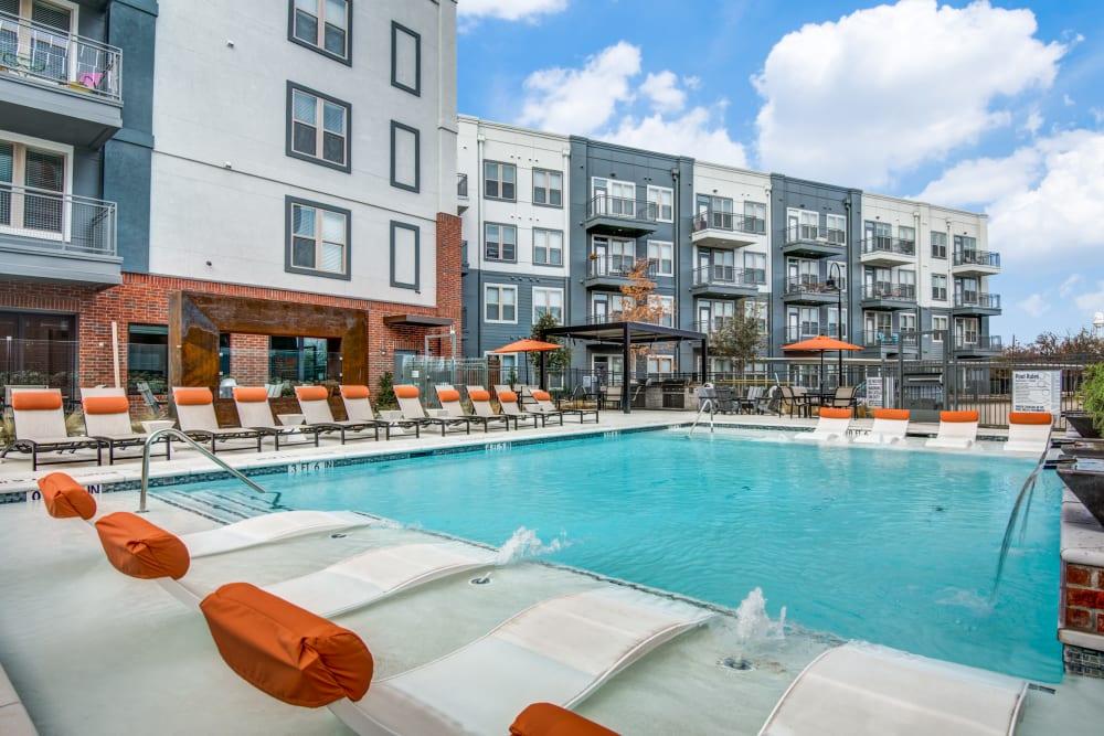 Sparkling swimming pool alt Two99 Monroe in Roanoke, Texas