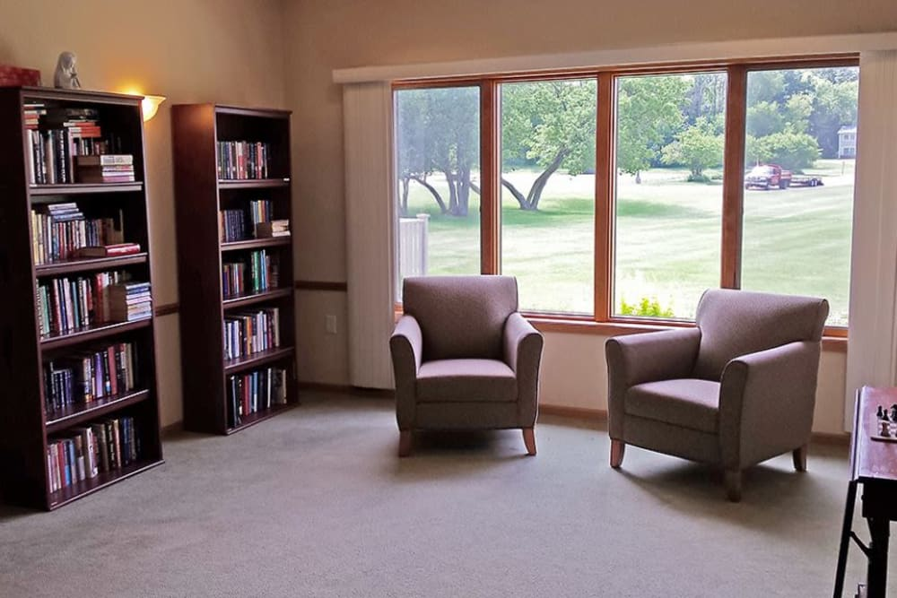 Resident sitting room with books at Arbor View in Burlington, Wisconsin.