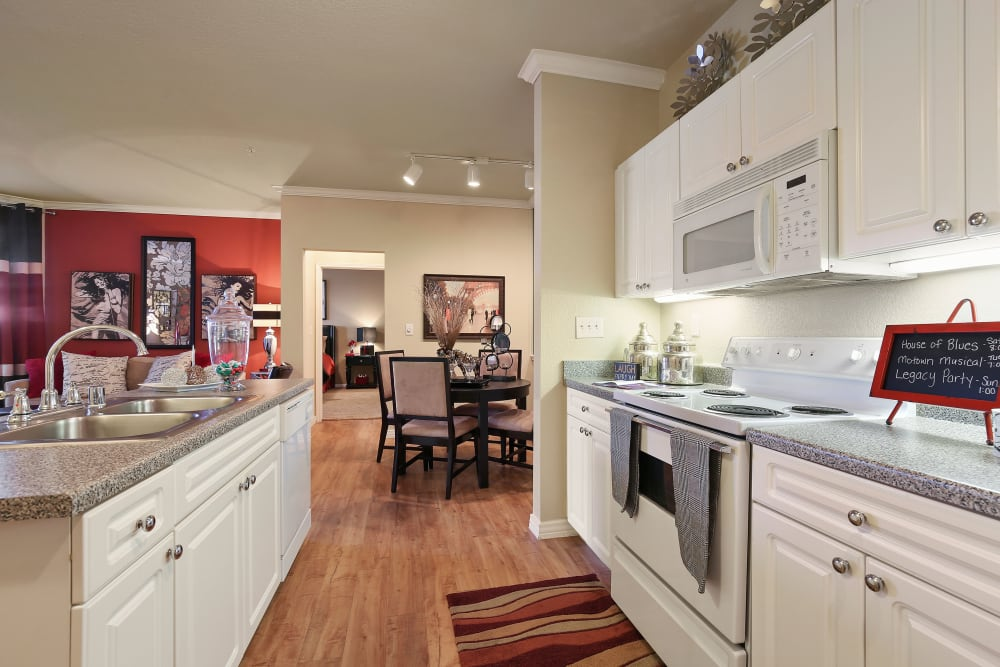 Fully equipped kitchen at The Lyndon in Irving, Texas