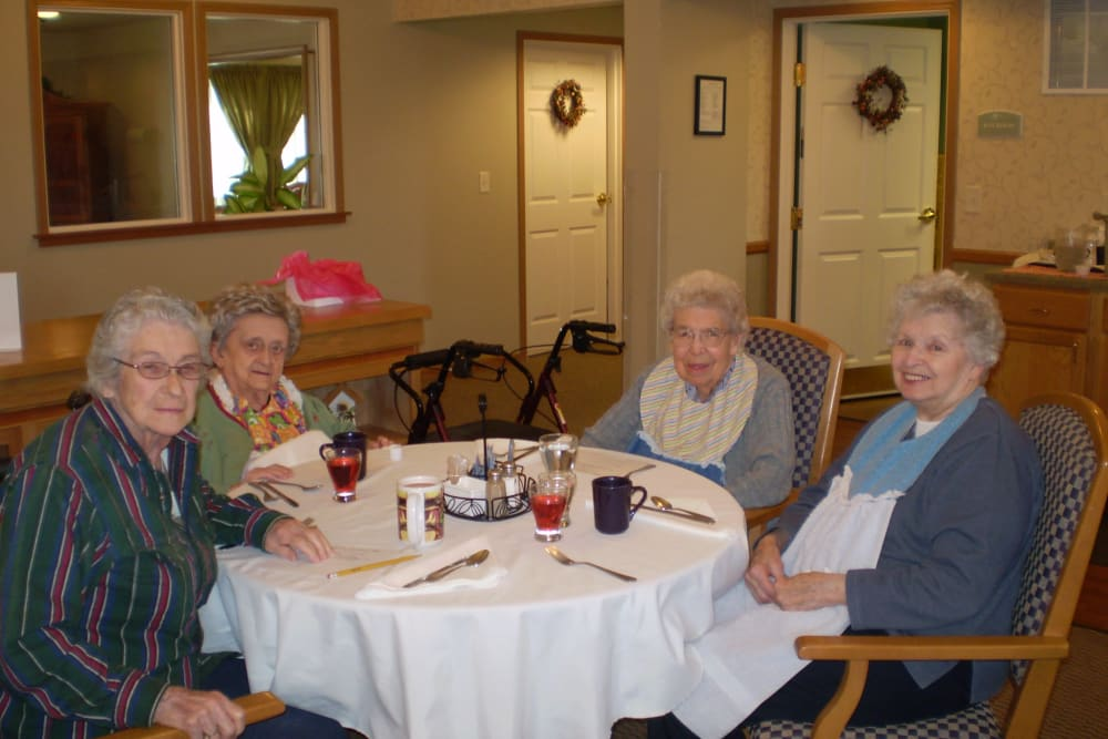 Residents enjoy restaurant style dining room at Courtyard Estates at Cedar Pointe in Pleasant Hill, Iowa.