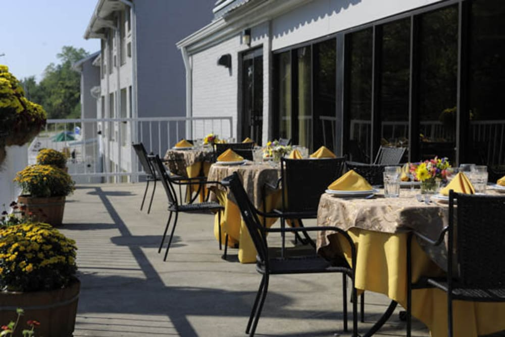 Outdoor dining area at Willow Creek Senior Living in Elizabethtown, Kentucky.