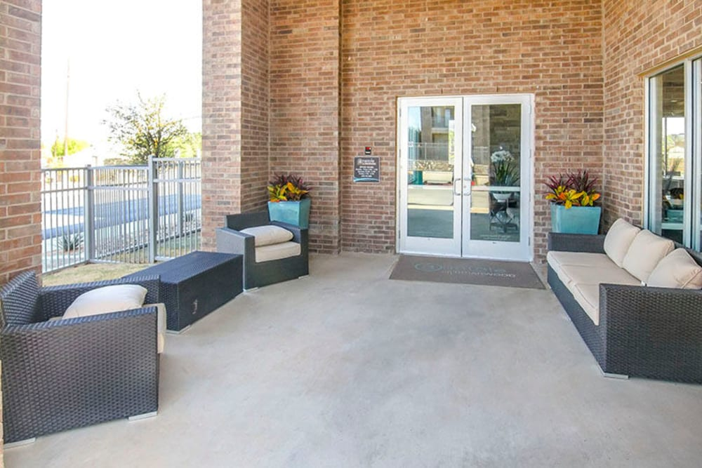 Exterior lounge near the entrance to the leasing office at Anatole on Briarwood in Midland, Texas