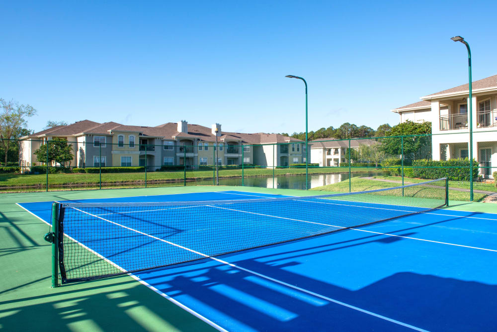 Very well-maintained tennis courts at Cape House in Jacksonville, Florida