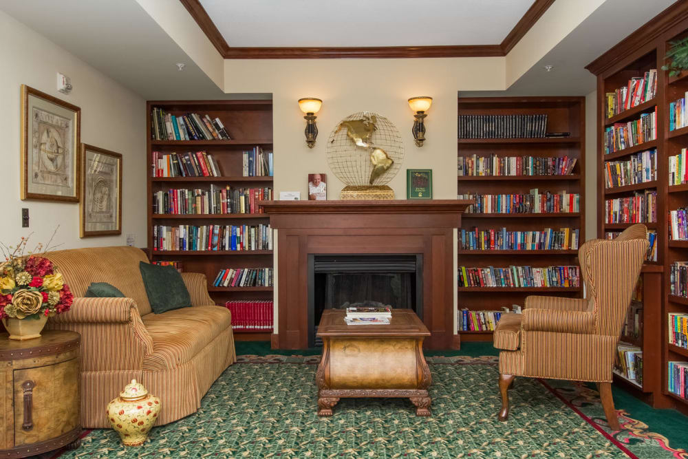 Resident library at Applewood Pointe of Bloomington in Bloomington, Minnesota.