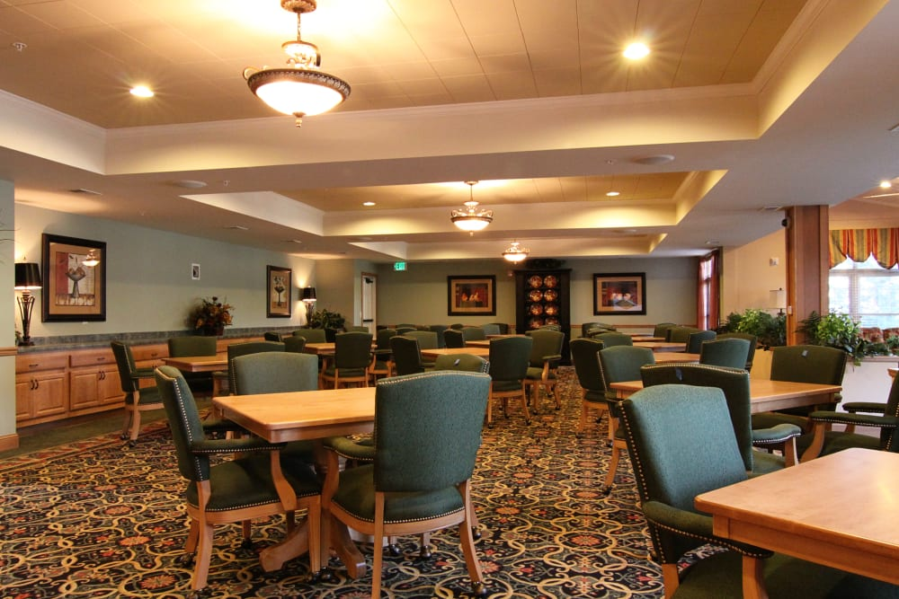 Spacious resident dining area at Applewood Pointe Bloomington at Southtown in Bloomington, Minnesota.