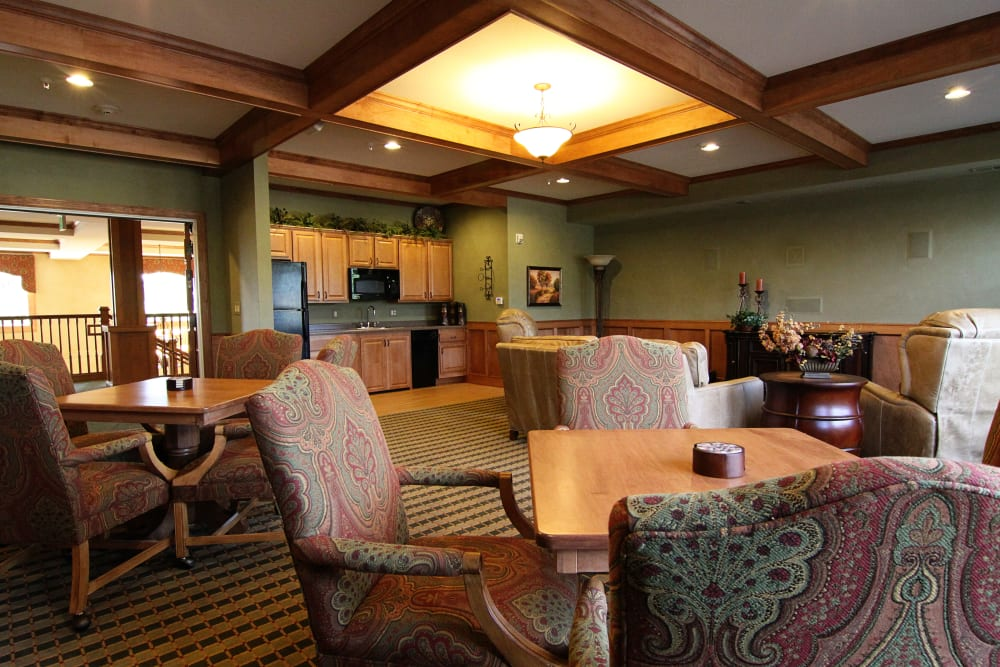 Resident dining room at Applewood Pointe of Bloomington at Southtown in Bloomington, Minnesota.