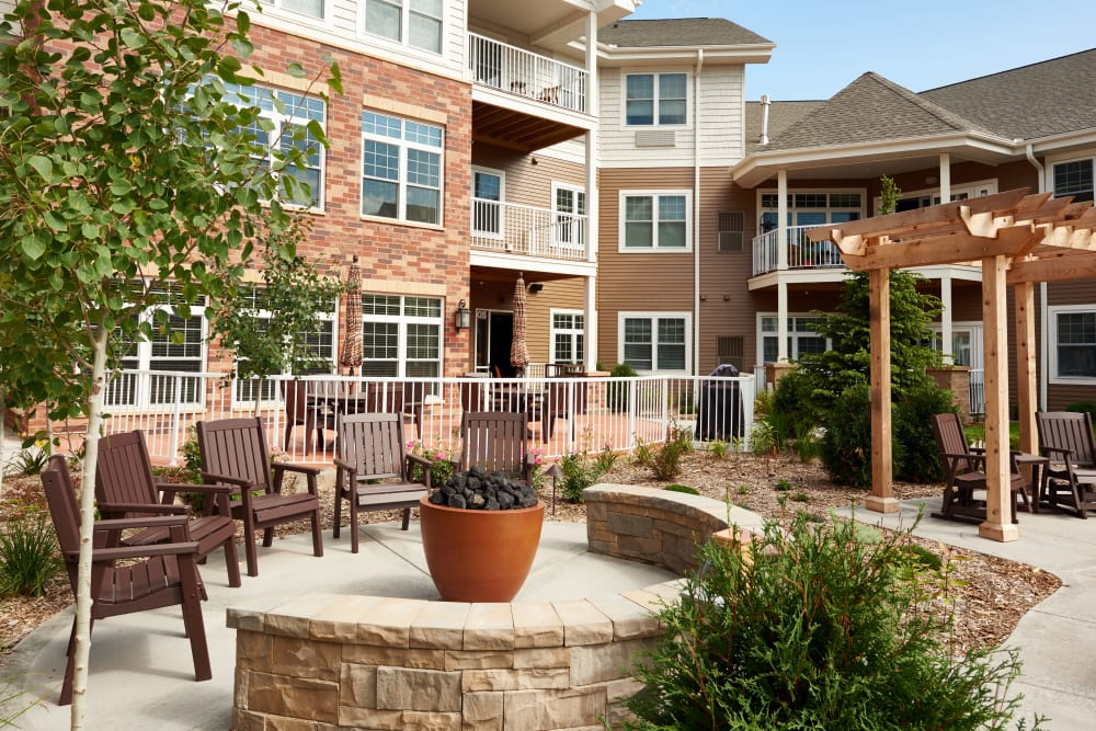 Courtyard seating at Applewood Pointe Bloomington at Valley West in Bloomington, Minnesota.