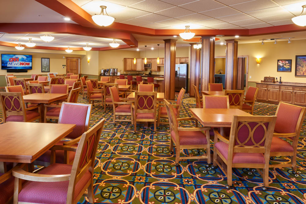 Resident dining room at Applewood Pointe Bloomington at Valley West in Bloomington, Minnesota.
