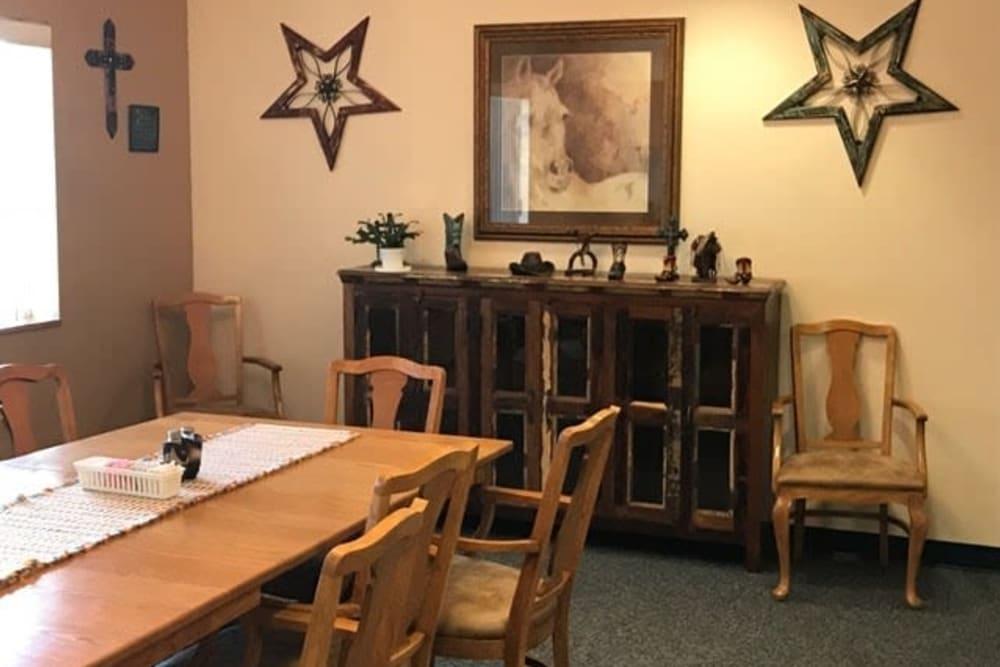 Cozy resident dining room at Lawton Senior Living in Lawton, Iowa.
