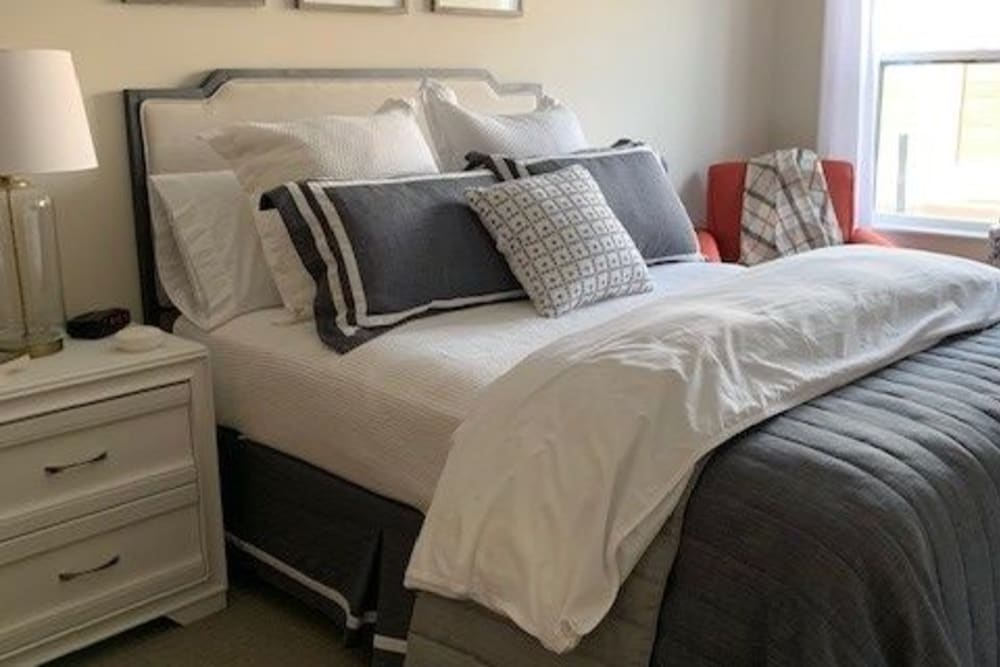 Bedroom at Seven Hills Senior Living