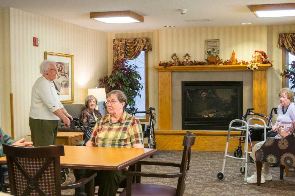 Residents visiting together in lounge at Meadow Lakes Senior Living in Rochester, Minnesota.