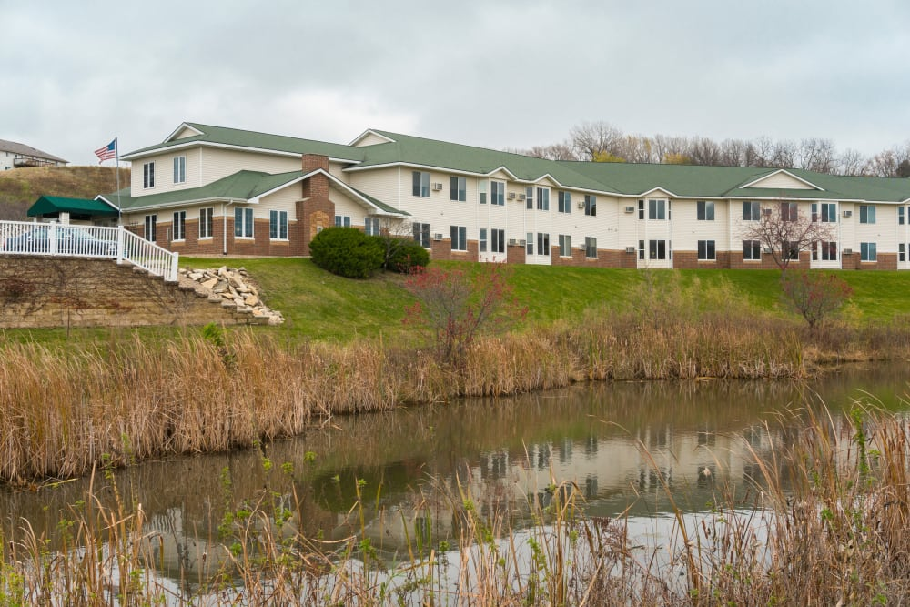 Exterior view of apartments and lake at Meadow Lakes Senior Living in Rochester, Minnesota.