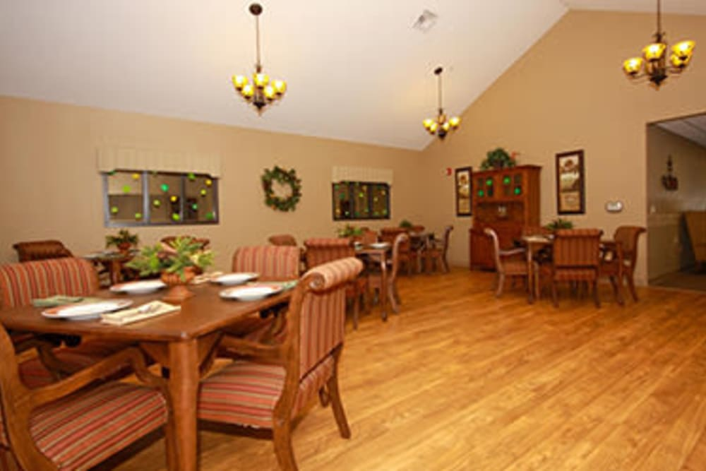 Resident dining room at Milestone Senior Living in Faribault, Minnesota