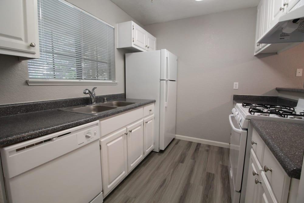 Open-concept kitchen of Foothill Terrace in Auburn, California