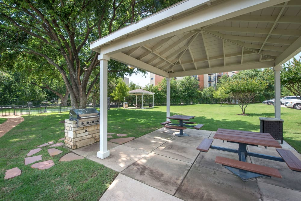 Private park with gazebo and gas grill at Olympus 7th Street Station in Fort Worth, Texas