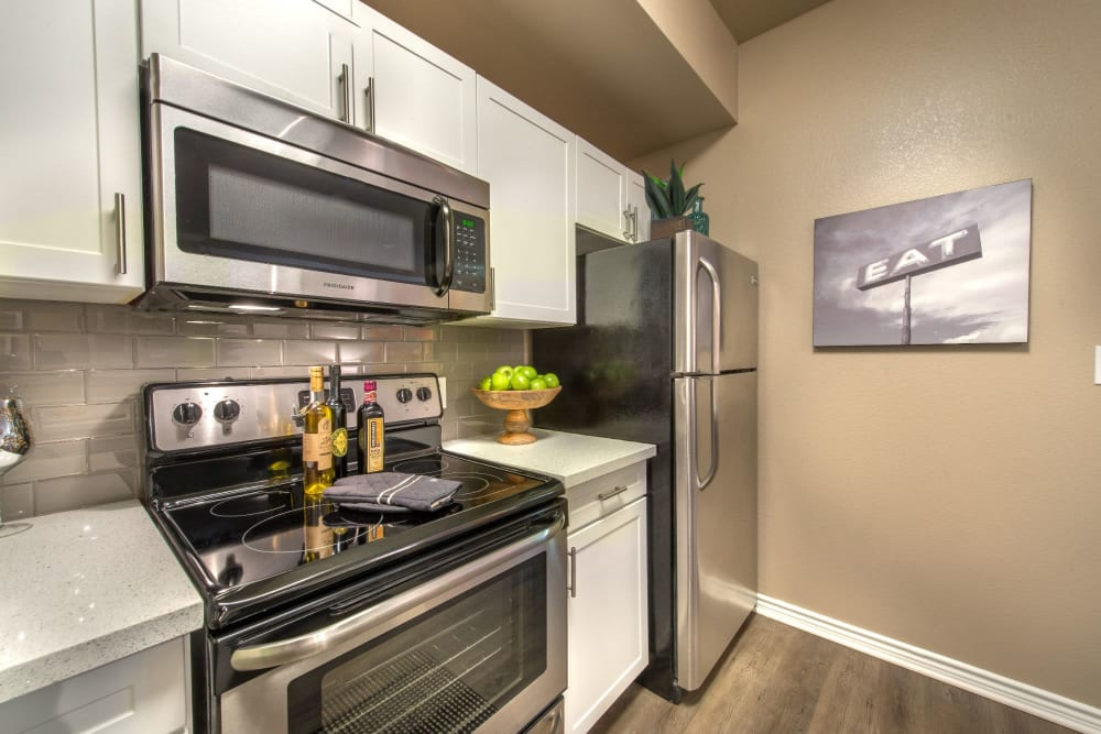 Modern kitchen with elegant finishes at Olympus 7th Street Station in Fort Worth, Texas