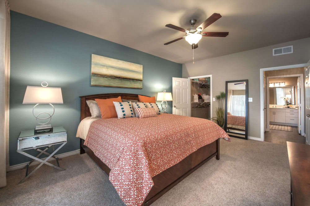 Large bedroom with lofty 9-foot ceiling at Olympus 7th Street Station in Fort Worth, Texas