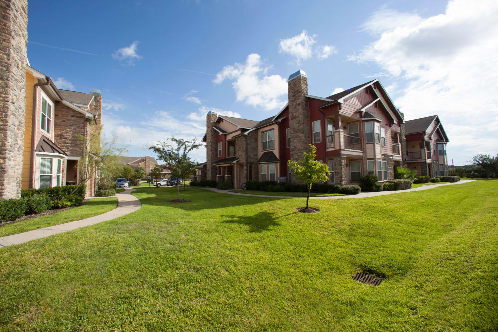 Very well-maintained landscaping outside resident buildings at Olympus Katy Ranch in Katy, Texas