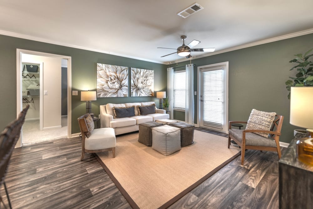 Spacious living room at Olympus Hillwood in Murfreesboro, Tennessee