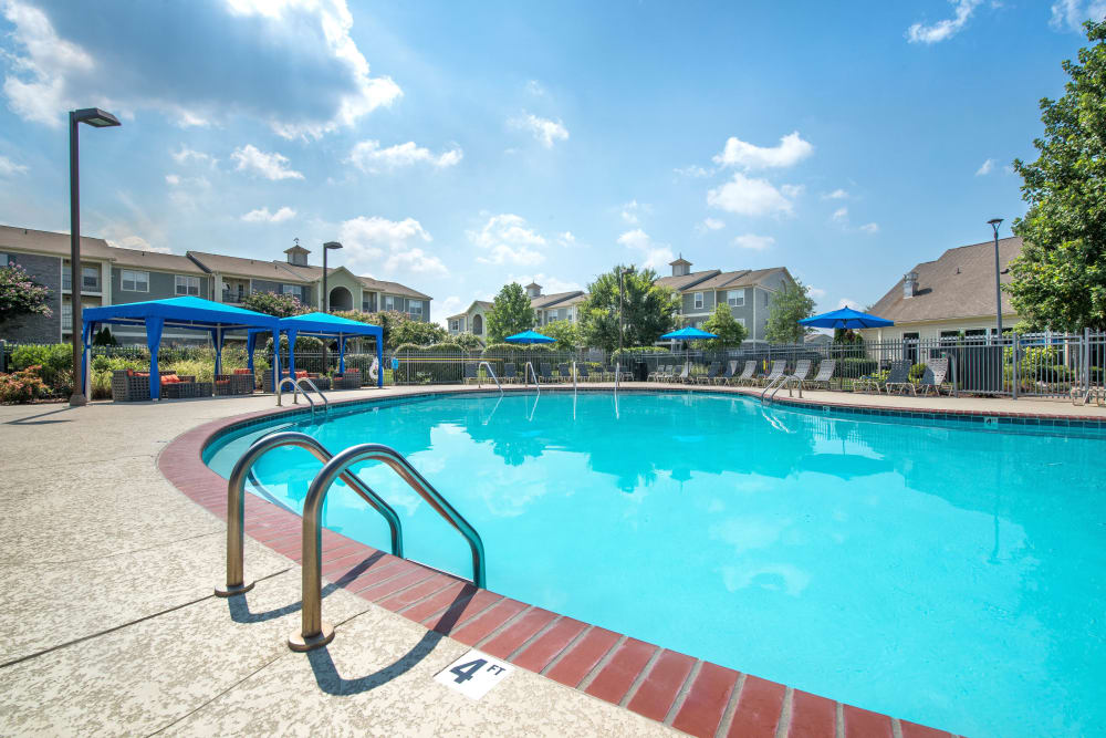 Resort style pool at Olympus Hillwood in Murfreesboro, Tennessee