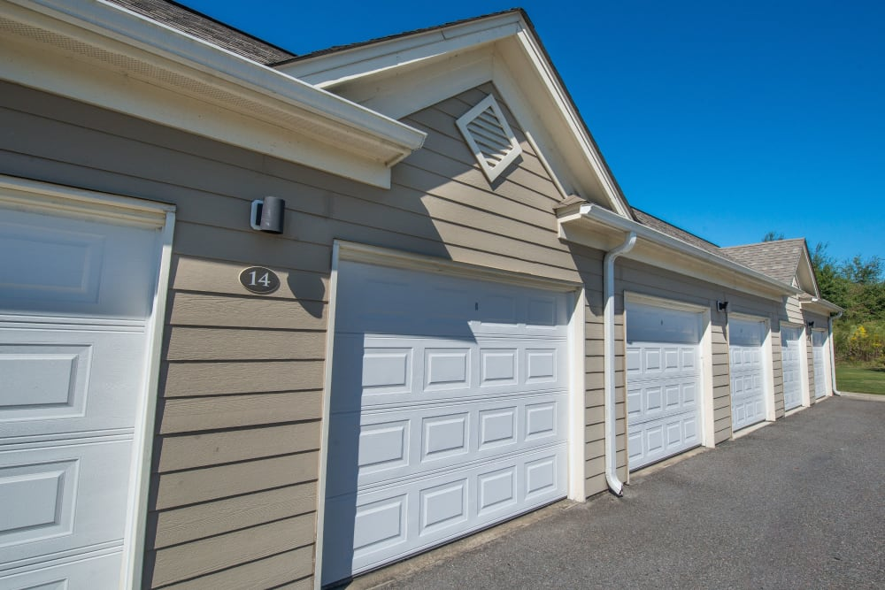 Garages available at Odyssey Lake in Brunswick, Georgia