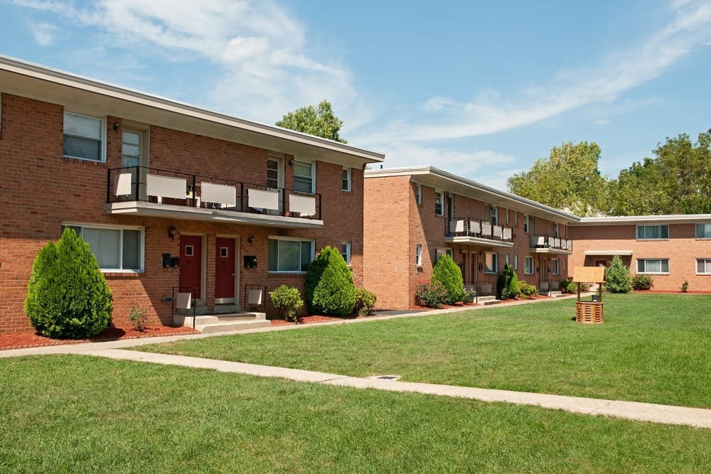 Exterior of Alpine Court Apartments in Stratford, New Jersey