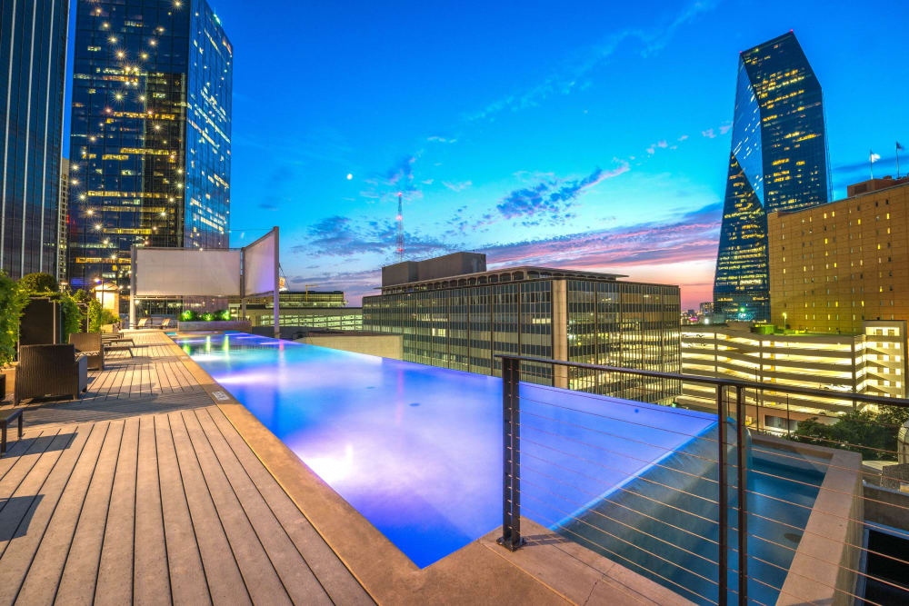 Infinity pool at Mosaic Dallas in Dallas, Texas