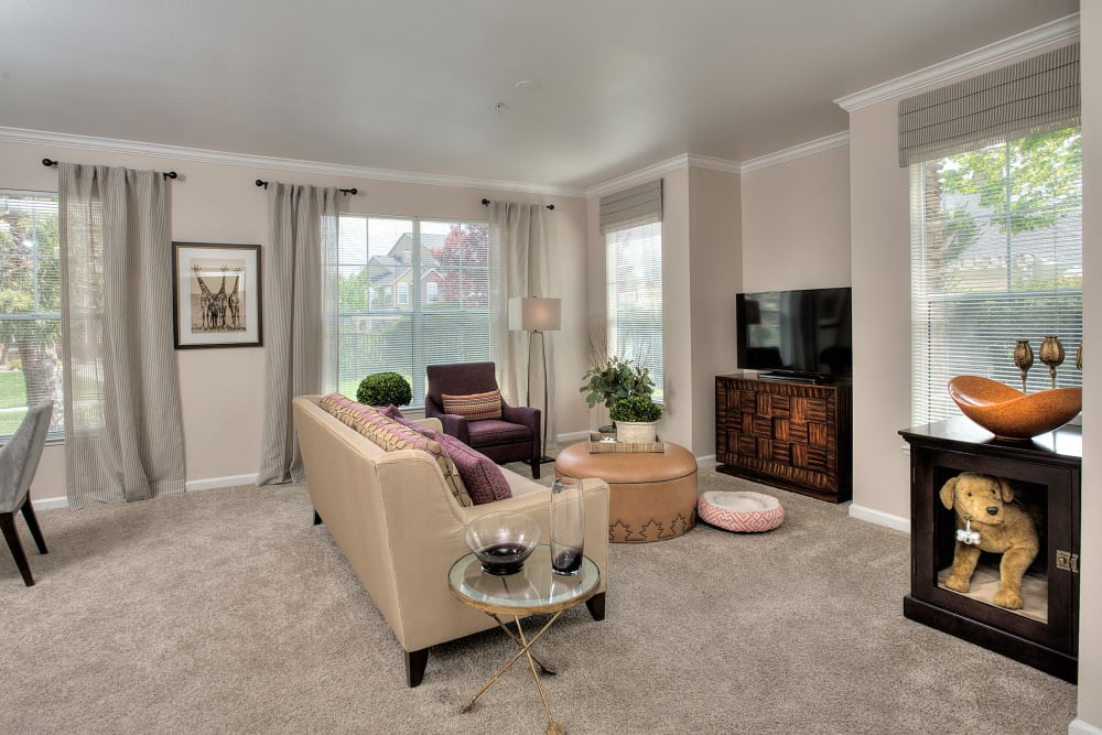 Spacious living room with plush carpeting at The Vintage at South Meadows Condominium Rentals in Reno, Nevada
