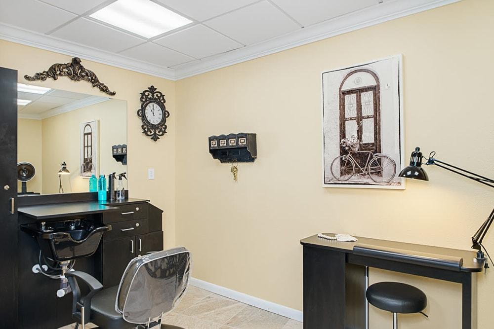 A salon room at Grand Villa of Lakeland in Florida